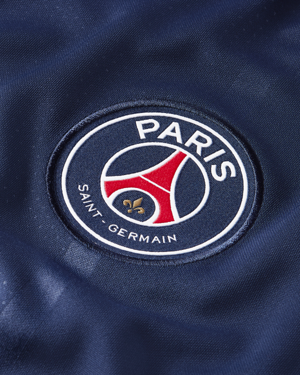 image of PSG crest on jersey